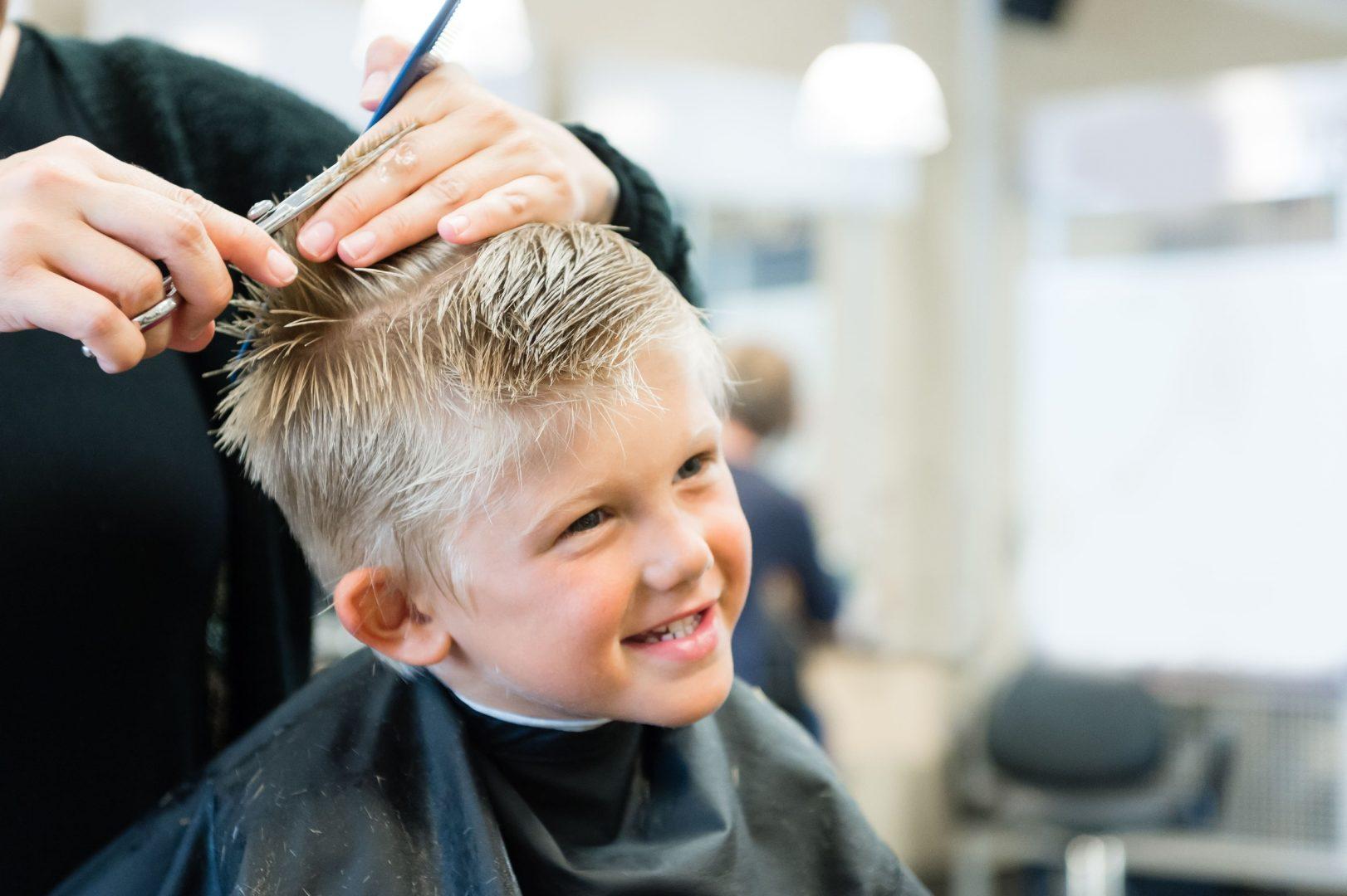 Kinder Haarschnitt